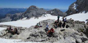Промышленные альпинисты высотники в горах