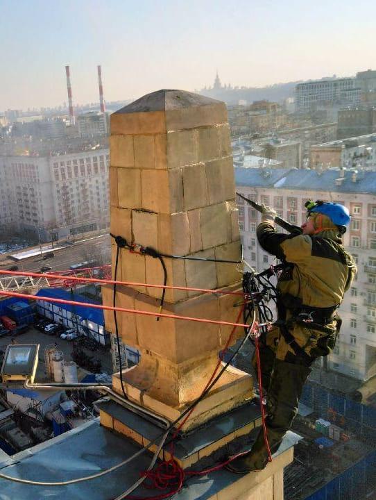 Гостиница Украина, Промышленные альпинисты моют фасад керхером перед реставрационными работами